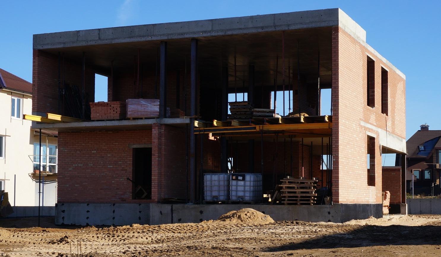 Строительство коробки дома из полнотелого кирпича